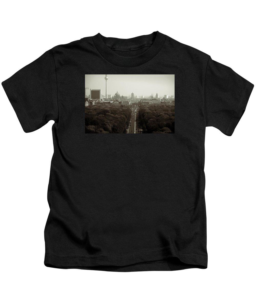 Gro�er Tiergarten Kids T-Shirt featuring the photograph Berlin From The Victory Column by RicardMN Photography