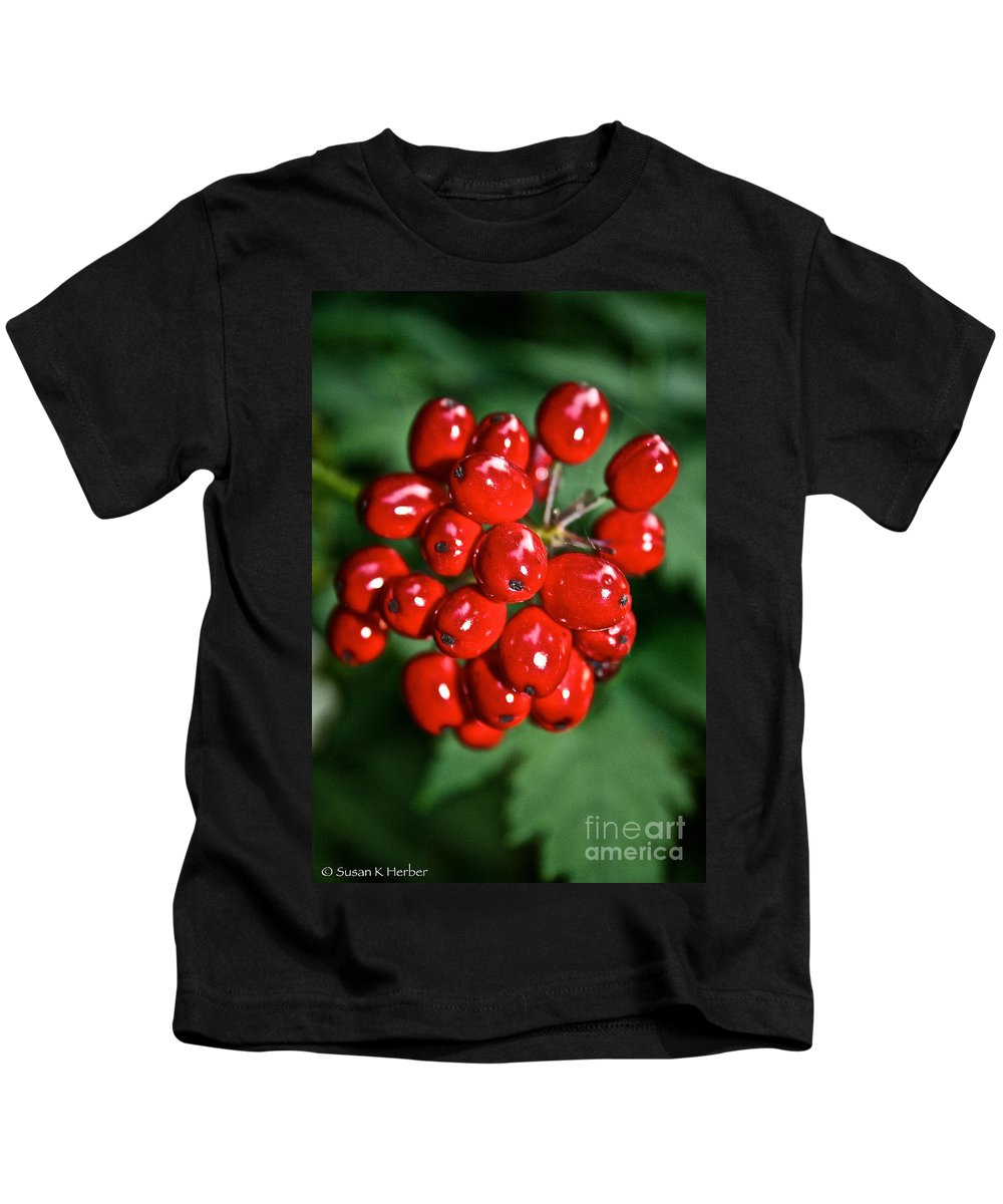 Outdoors Kids T-Shirt featuring the photograph Berry Brilliant by Susan Herber