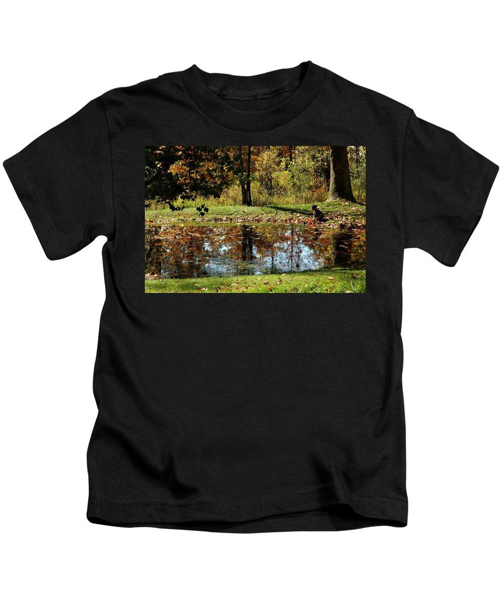 Usa Kids T-Shirt featuring the photograph Catching Frogs by LeeAnn McLaneGoetz McLaneGoetzStudioLLCcom