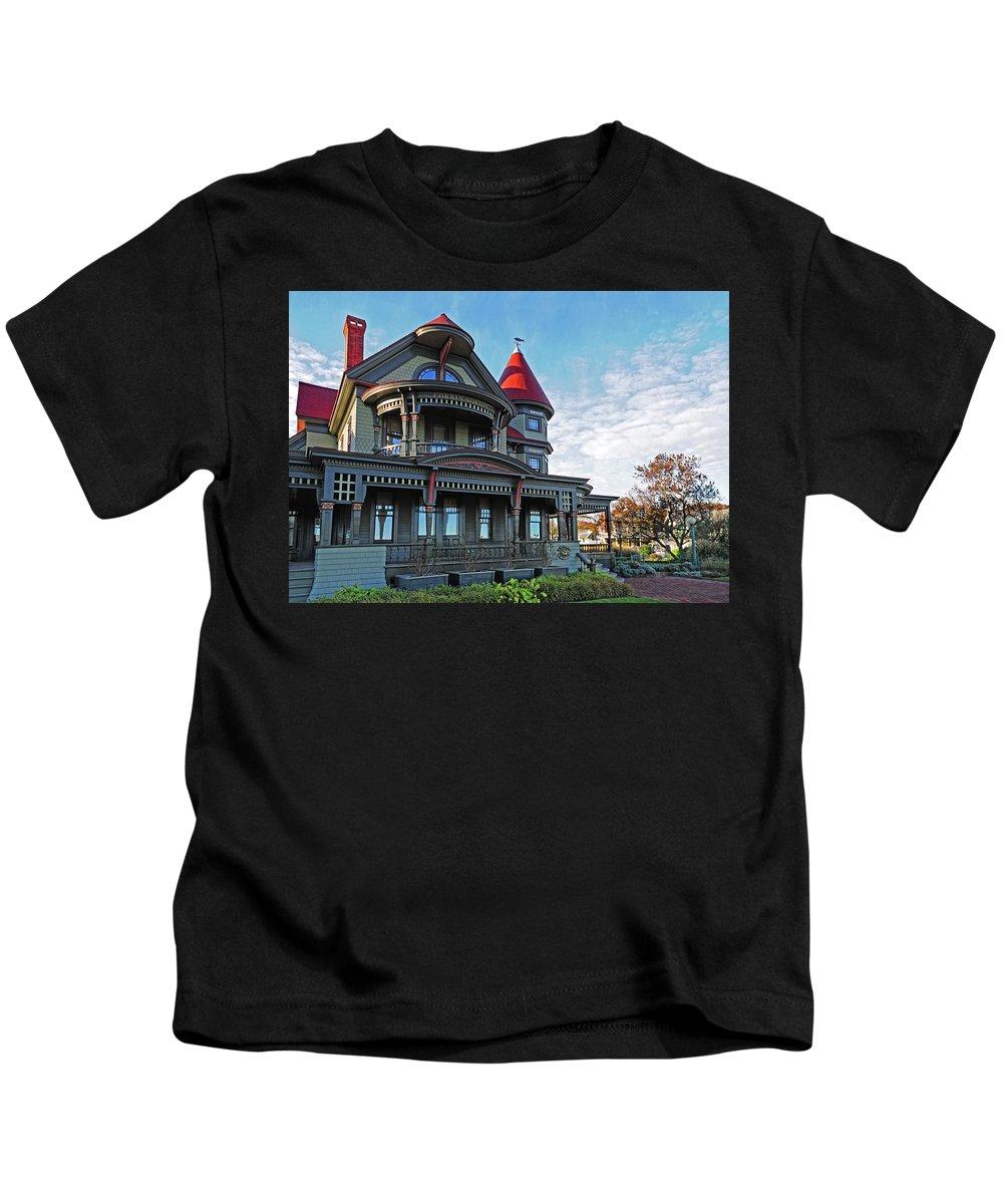 Corbin Norton House Kids T-Shirt featuring the photograph Corbin Norton House Marthas Vineyard by Dave Mills