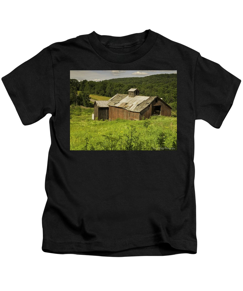 Landscape Kids T-Shirt featuring the photograph Coventry Barn by Fran Gallogly