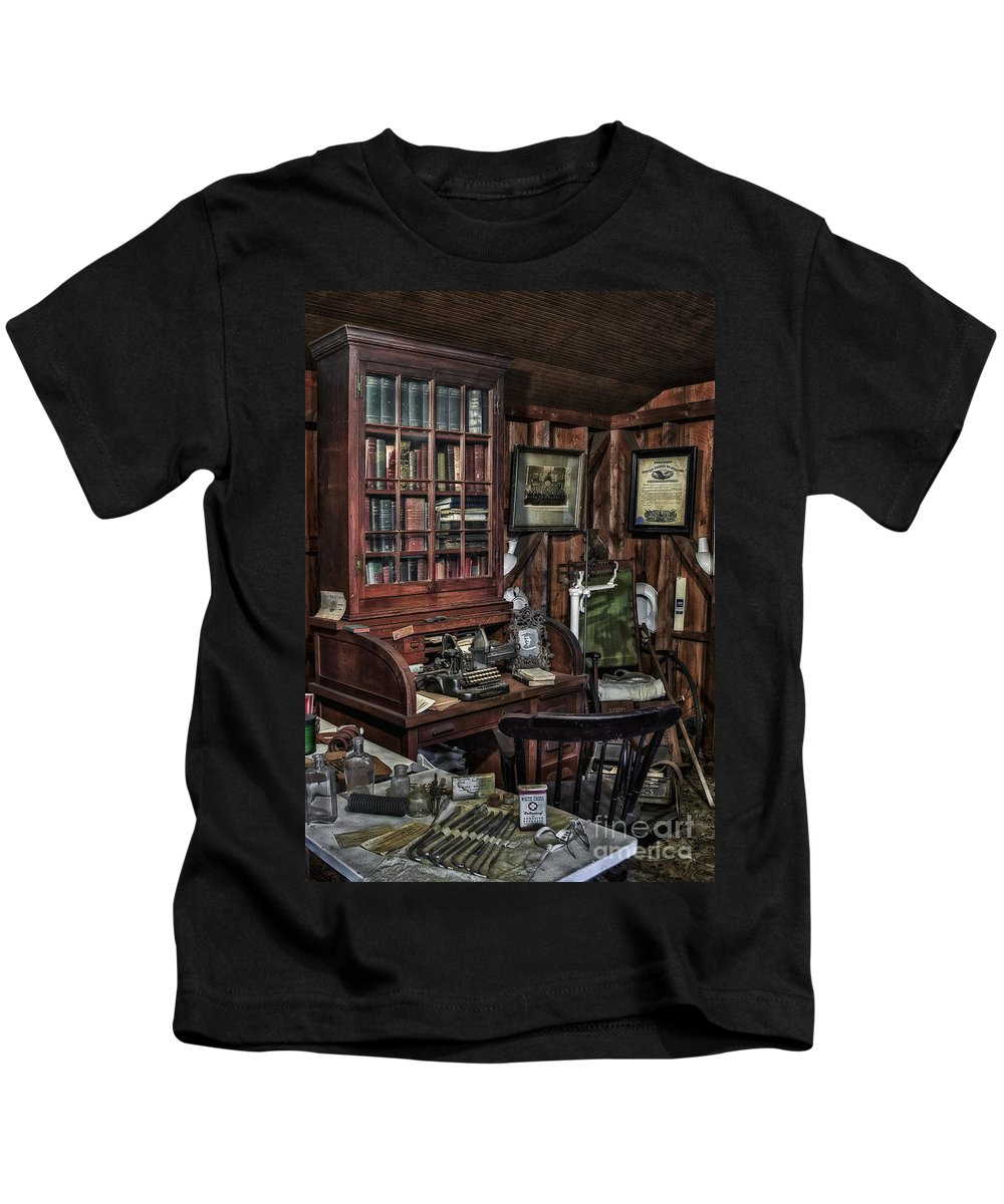 America Kids T-Shirt featuring the photograph Doctor's Office by Susan Candelario
