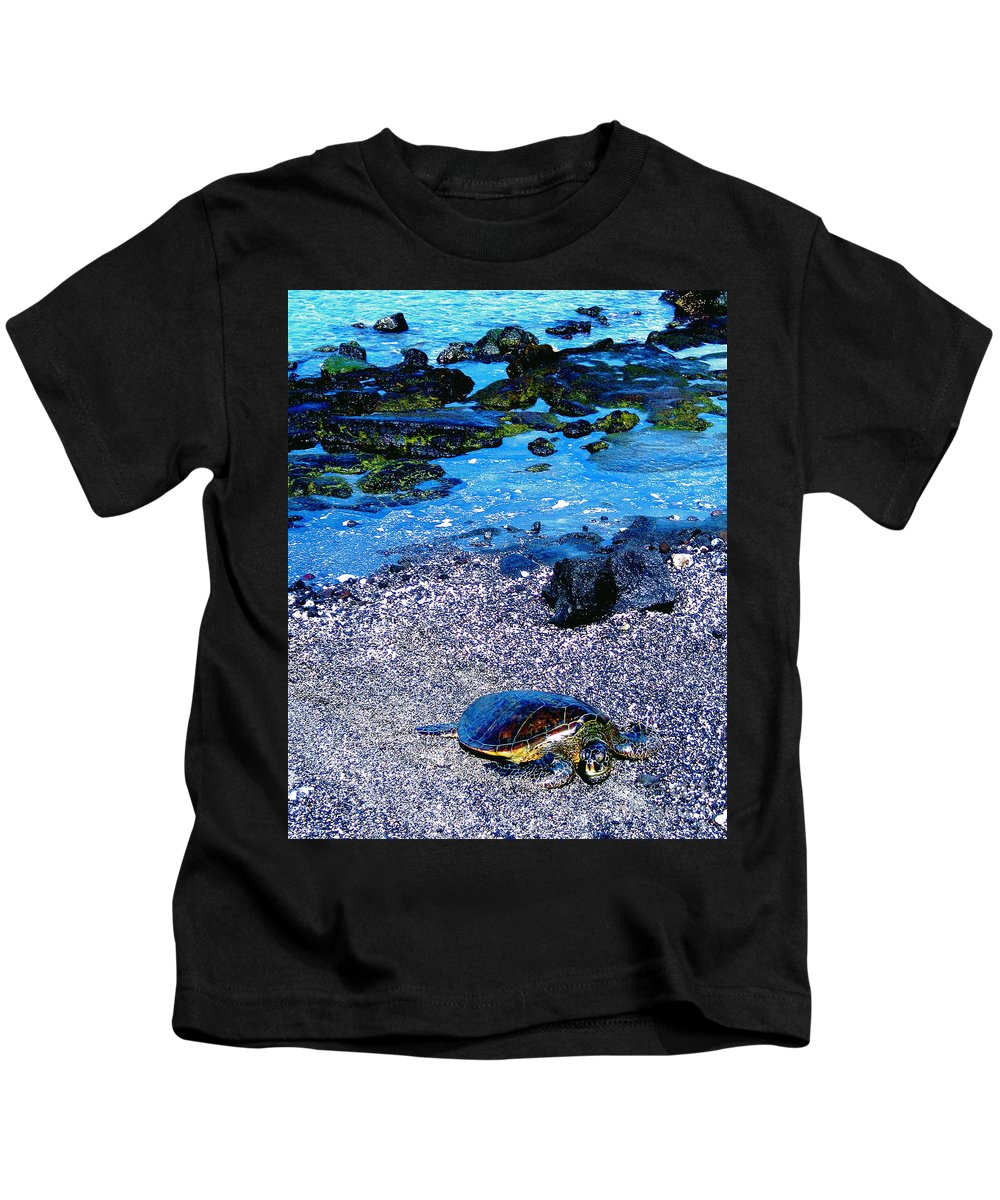 Green Sea Turtle Kids T-Shirt featuring the photograph Green Sea Turtle Honu by Jerome Stumphauzer