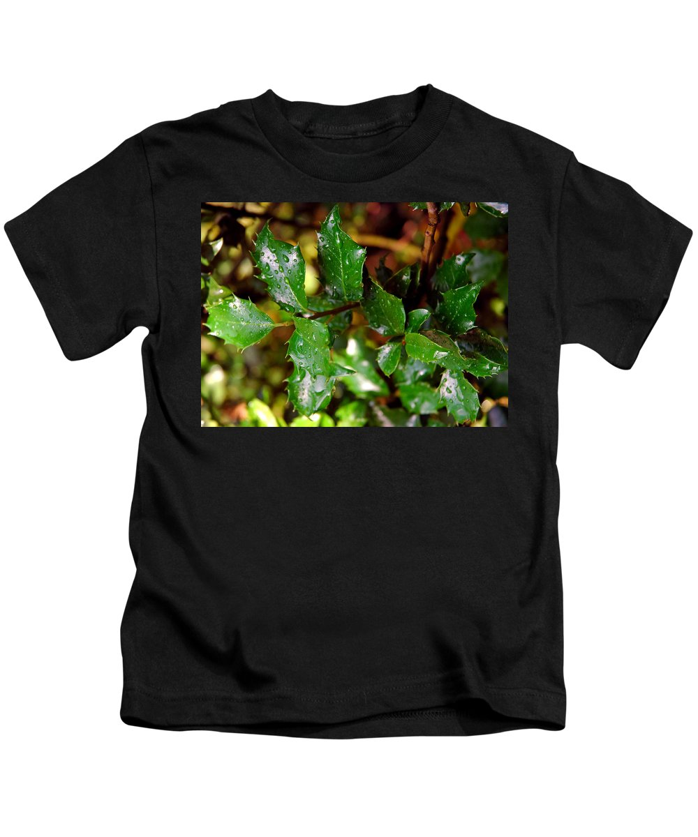 Usa Kids T-Shirt featuring the photograph Holly Daze Dew Drops by LeeAnn McLaneGoetz McLaneGoetzStudioLLCcom