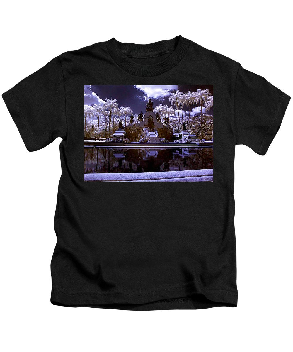 Monument Kids T-Shirt featuring the photograph Monument To The Battle Of Carabobo by Galeria Trompiz