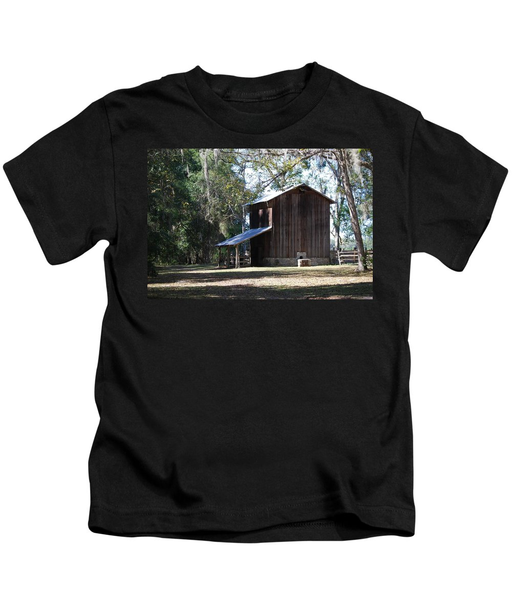 Barn Kids T-Shirt featuring the photograph Old Tobacco Road by Judy Hall-Folde