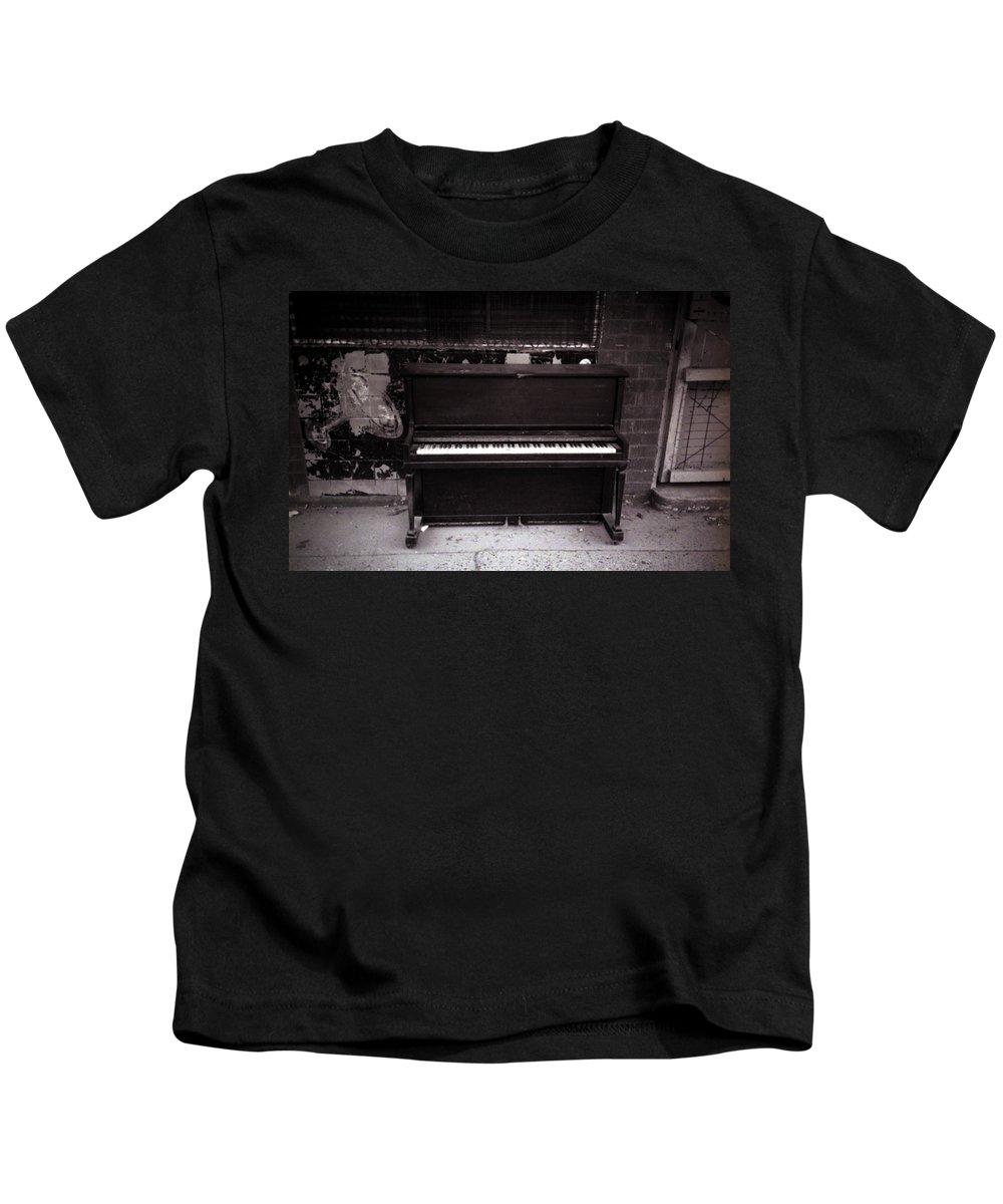 Louisiana Kids T-Shirt featuring the photograph Piano Bar- Tallulah Louisiana by Doug Duffey