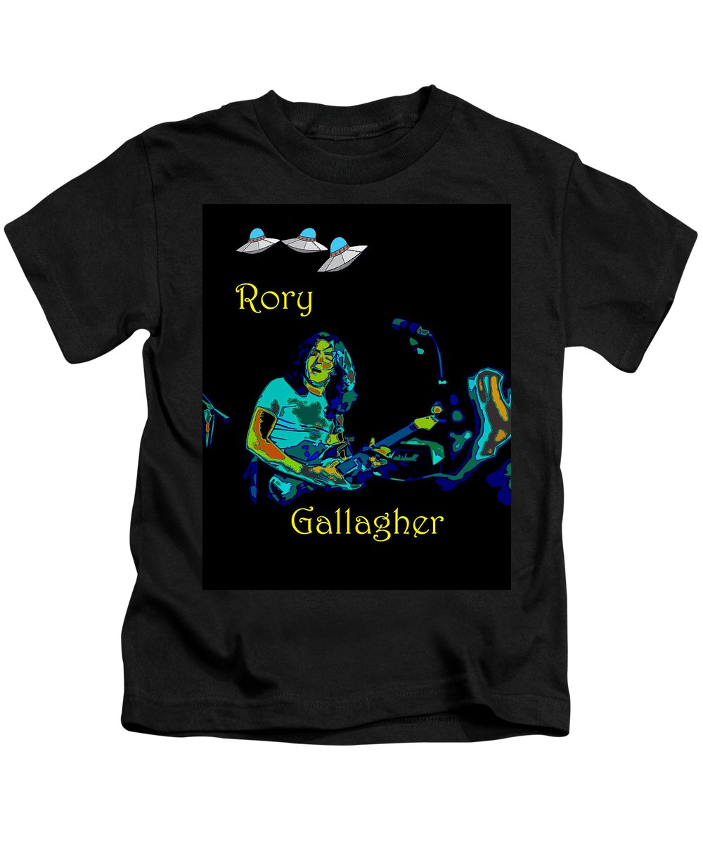 Rock Musicians Kids T-Shirt featuring the photograph Rory And The Aliens by Ben Upham