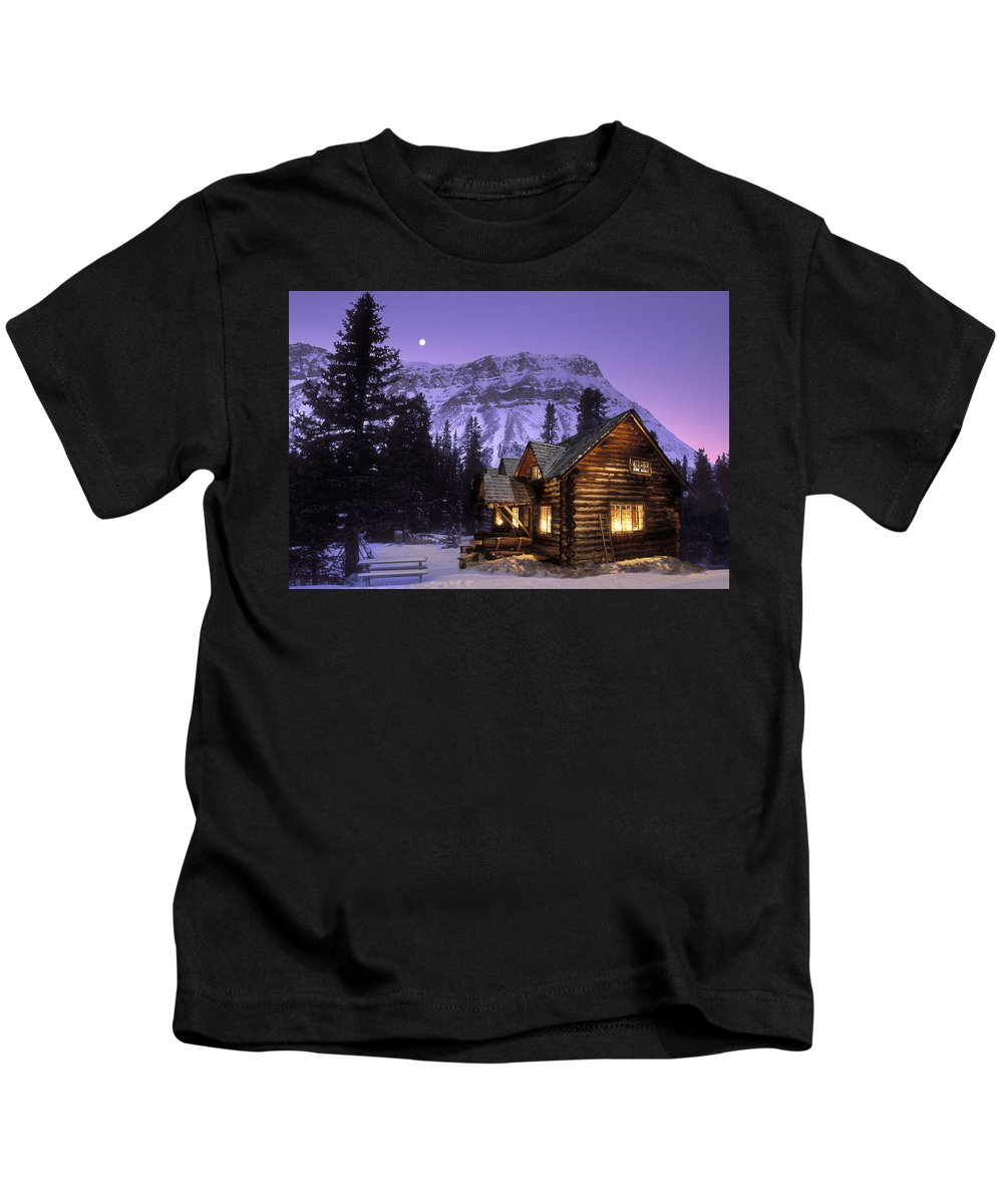 Cabins Kids T-Shirt featuring the photograph Skoki Cabin by Jerry Kobalenko