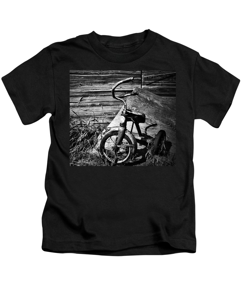 Street Photography Photographs Framed Prints Photographs Framed Prints Kids T-Shirt featuring the photograph Supper Time Decline by The Artist Project