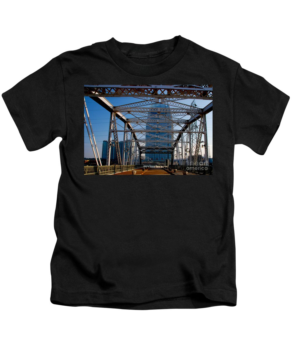 Nashville Kids T-Shirt featuring the photograph The Bridge In Nashville by Susanne Van Hulst
