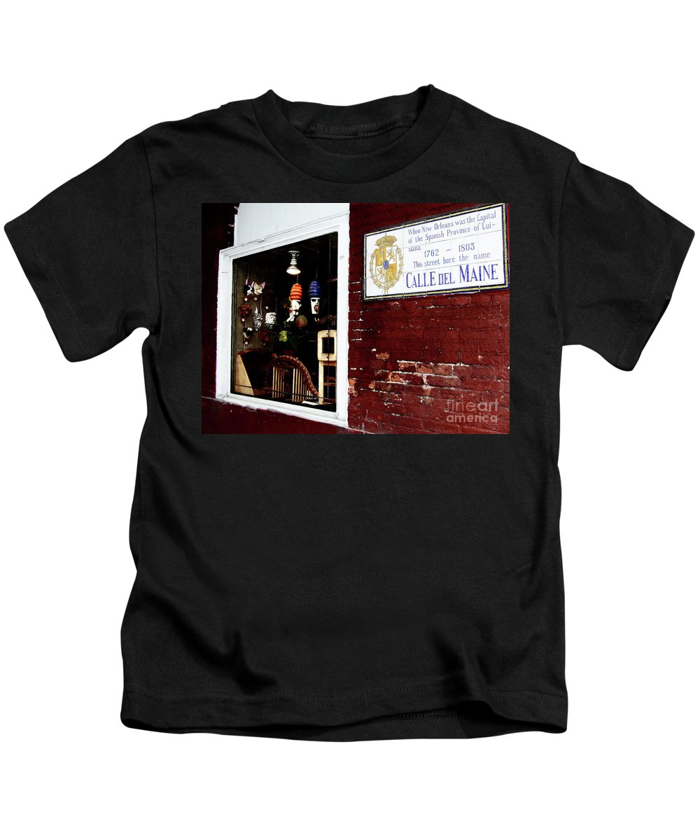 Calle Del Maine Kids T-Shirt featuring the photograph The Window On Calle Del Maine by Frances Hattier