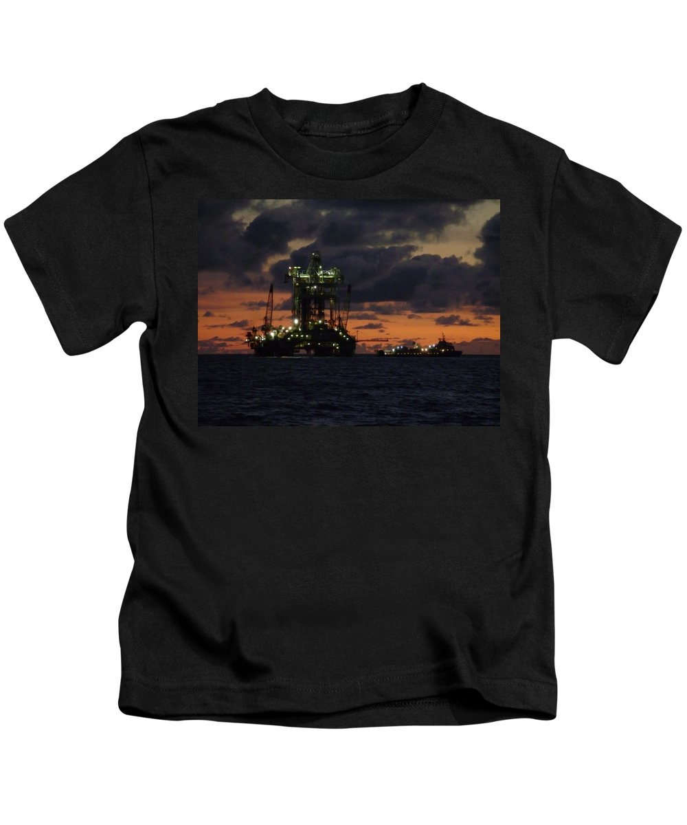 Off Shore Kids T-Shirt featuring the photograph Drill Rig At Dusk by Charles and Melisa Morrison