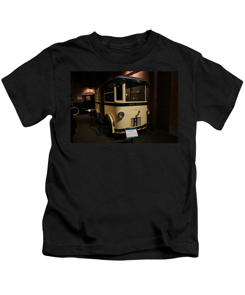 Helms Bakery Truck Kids T-Shirt featuring the photograph 1931 Helms Bakery Truck by Ernie Echols