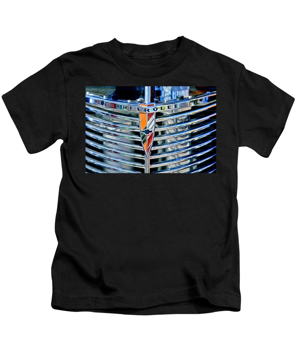 1939 Chevrolet Coupe Kids T-Shirt featuring the photograph 1939 Chevrolet Coupe Grille Emblem by Jill Reger