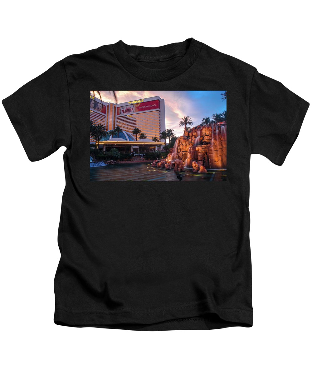 Las Vegas Kids T-Shirt featuring the photograph Untitled by Cyrus Javid