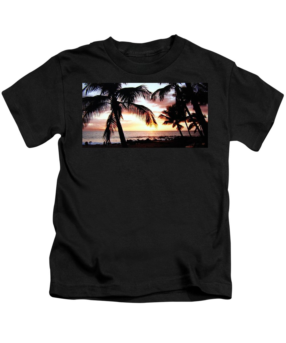 1986 Kids T-Shirt featuring the photograph A Couple On The Shore by Will Borden