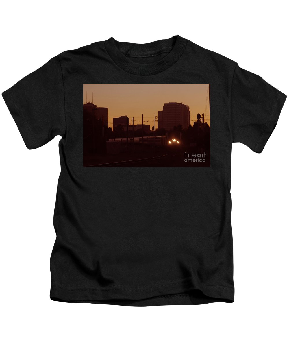 Train Kids T-Shirt featuring the photograph A Train A Com In by David Lee Thompson