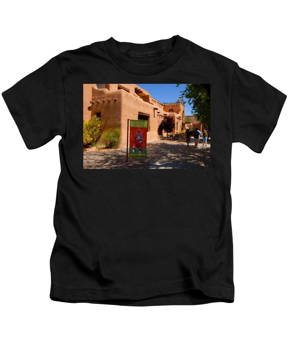 New Mexico Museum Of Art Kids T-Shirt featuring the painting A Visit To The Museum by David Lee Thompson