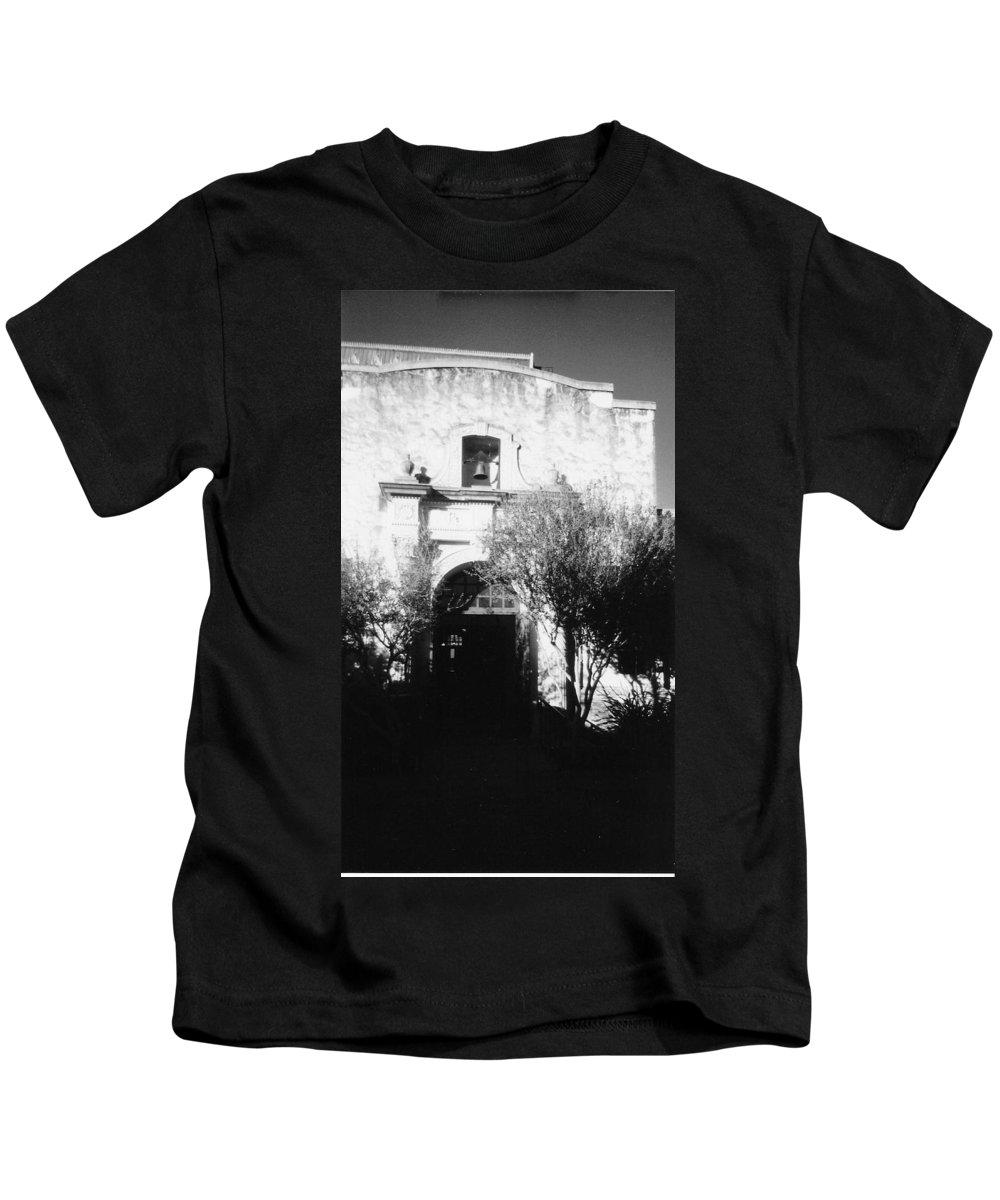 Alamo Kids T-Shirt featuring the photograph Alamo by Pharris Art