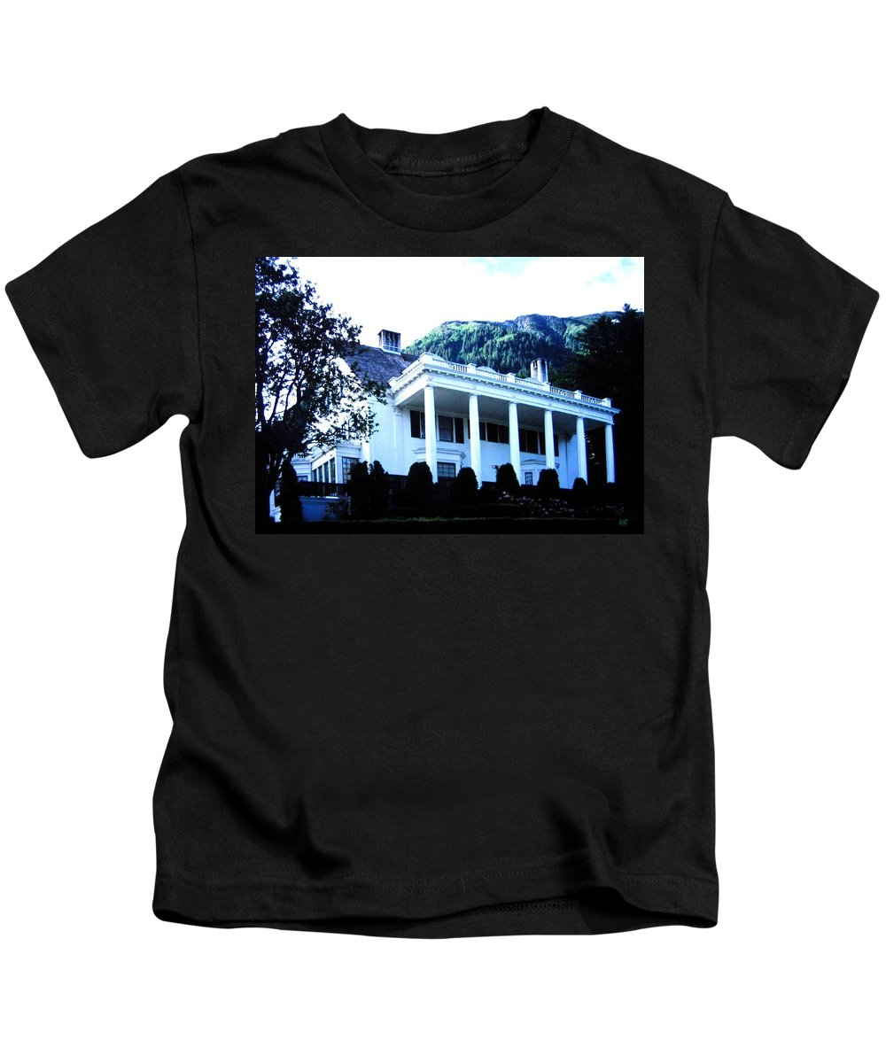 Alaska Kids T-Shirt featuring the photograph Alaska Governors Mansion by Will Borden