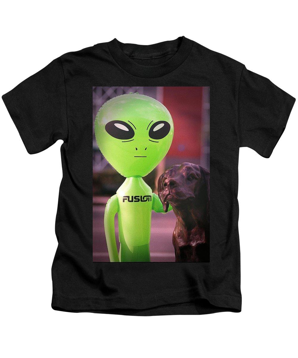 Alien Kids T-Shirt featuring the photograph Alien's Best Friend by Richard Henne
