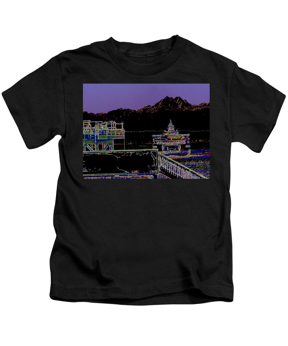 Seattle Kids T-Shirt featuring the photograph Arrival by Tim Allen