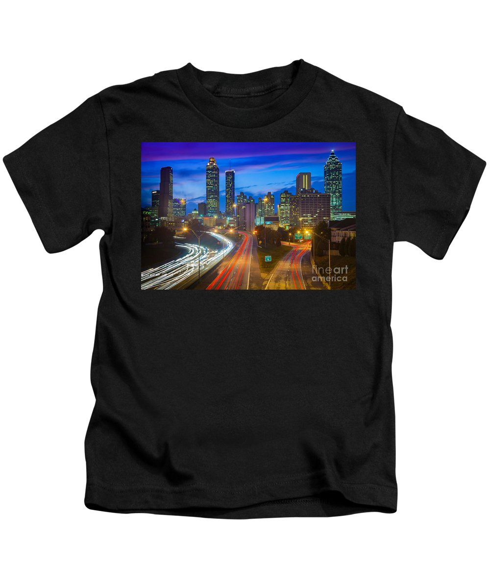 America Kids T-Shirt featuring the photograph Atlanta Downtown By Night by Inge Johnsson