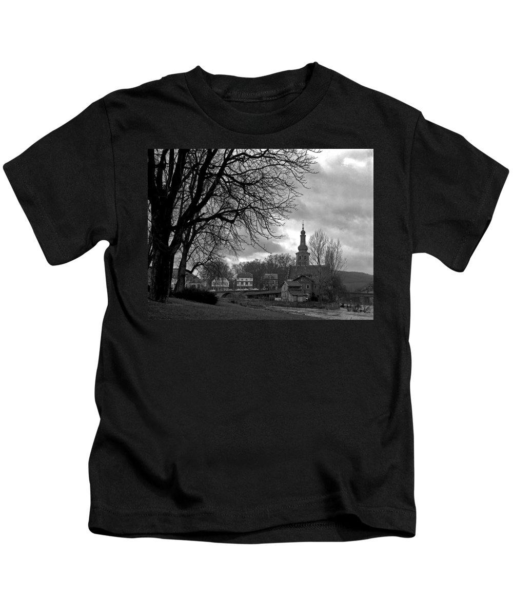 Kids T-Shirt featuring the photograph Bad Kreuznach 11 by Lee Santa