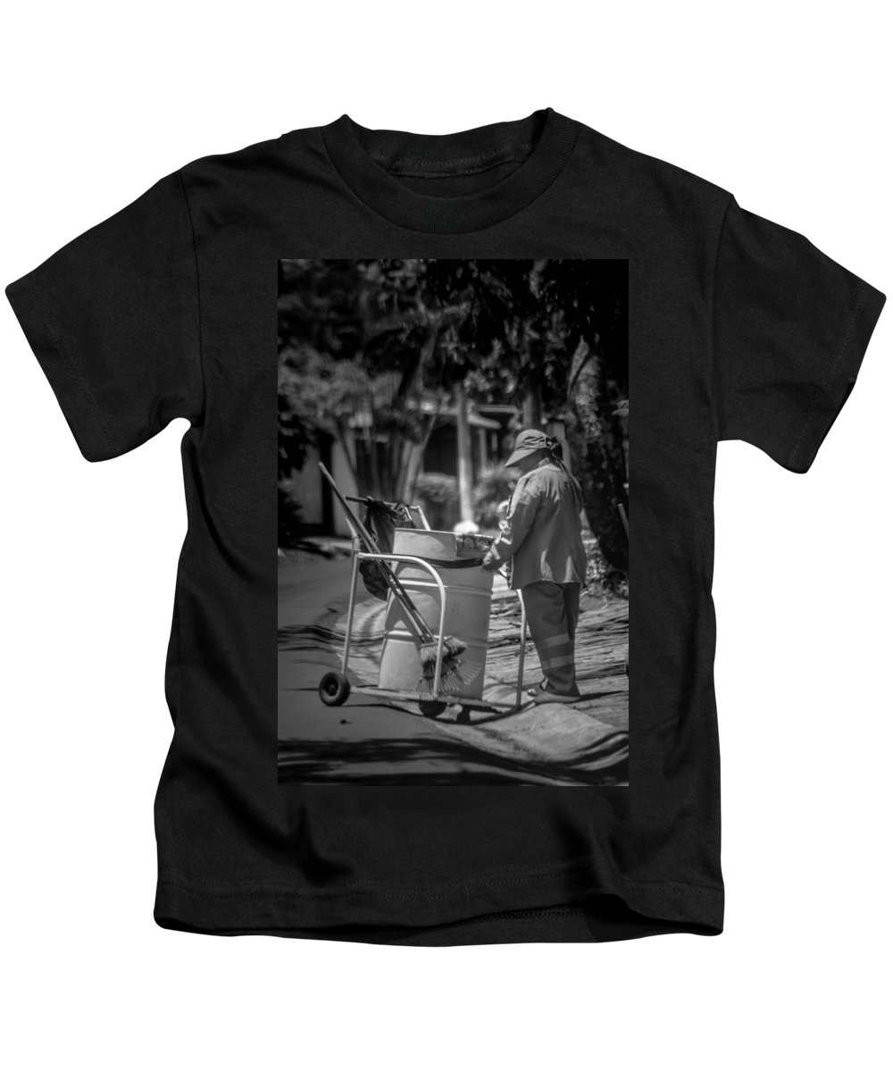 Antiguo Cuscatlan Kids T-Shirt featuring the photograph Barrendera Antiguo Cuscatlan by Totto Ponce