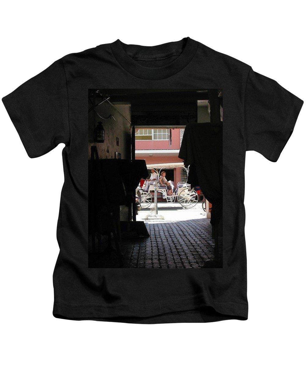 Bermuda Kids T-Shirt featuring the photograph Bermuda Carriage by Ian MacDonald