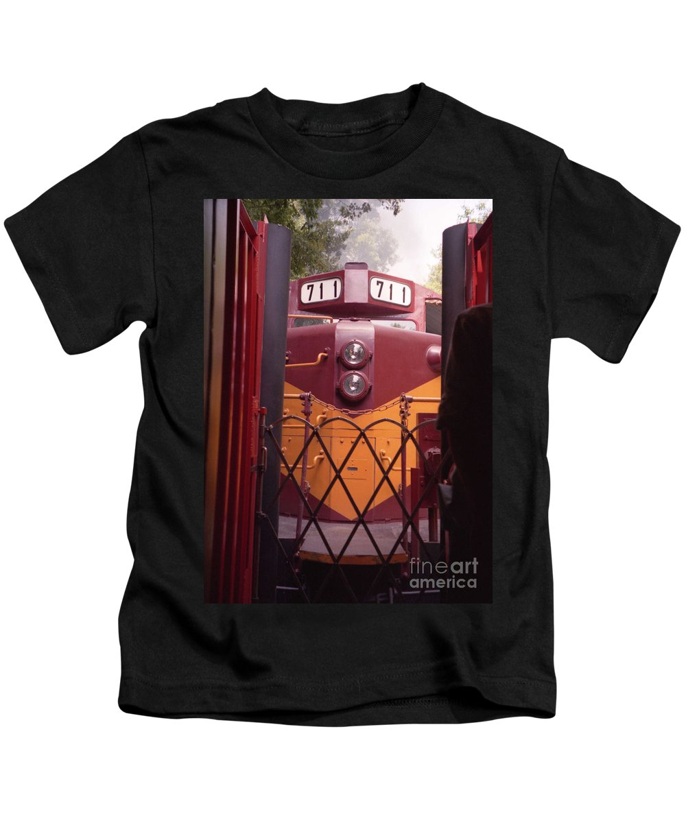 Trains Kids T-Shirt featuring the photograph Big Red by Richard Rizzo