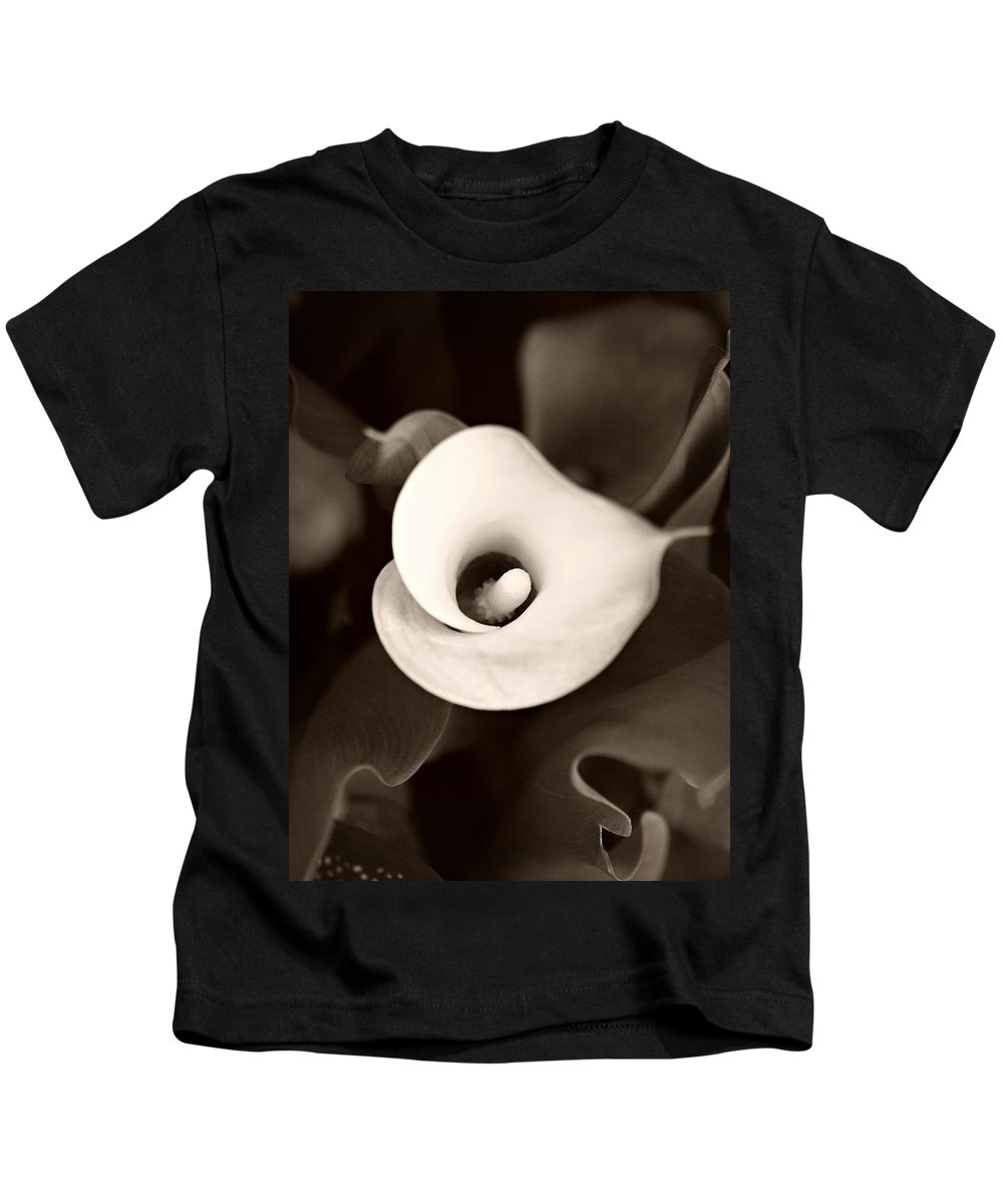 Calla Lily Kids T-Shirt featuring the photograph Calla Lily by Marilyn Hunt