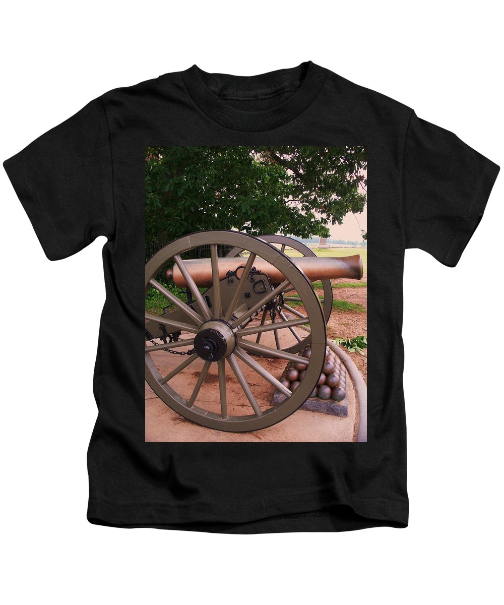 Field Kids T-Shirt featuring the painting Cannon Gettysburg by Eric Schiabor