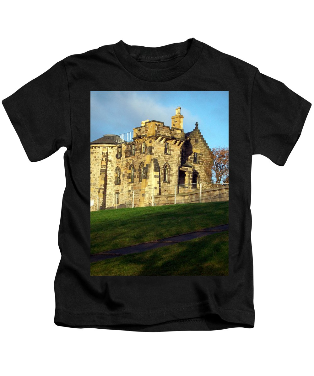 Scotland Kids T-Shirt featuring the photograph Caption Hill Building by Munir Alawi