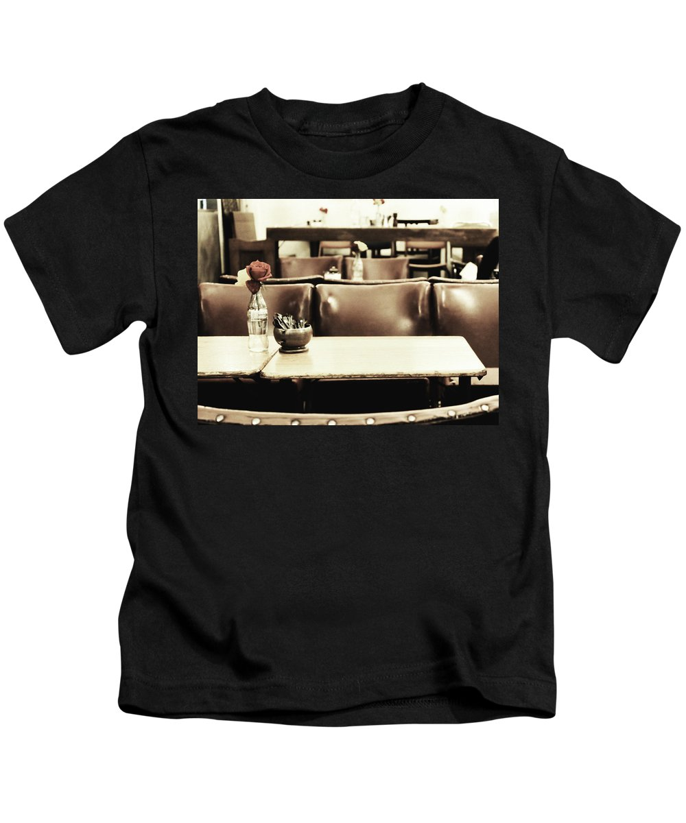 Cafe Kids T-Shirt featuring the photograph Central Reservation by Andrew Paranavitana