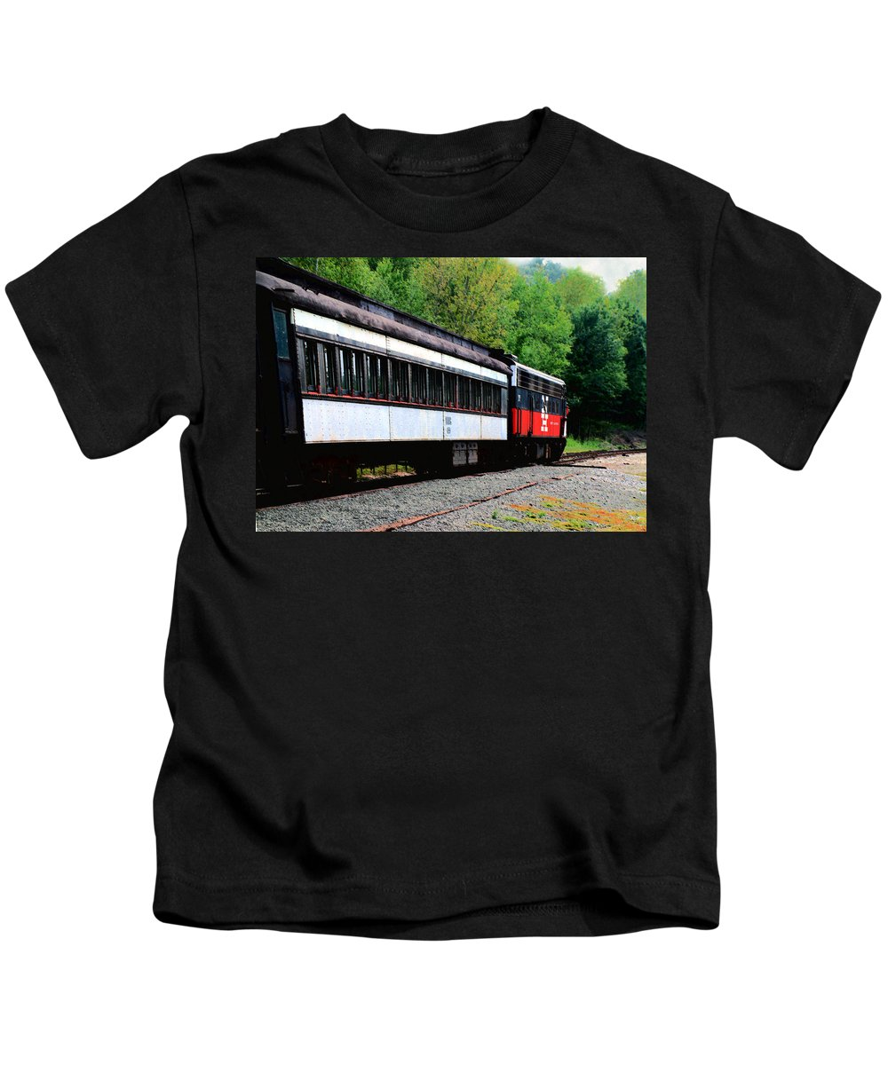 Train Kids T-Shirt featuring the photograph Chugging Along by RC DeWinter