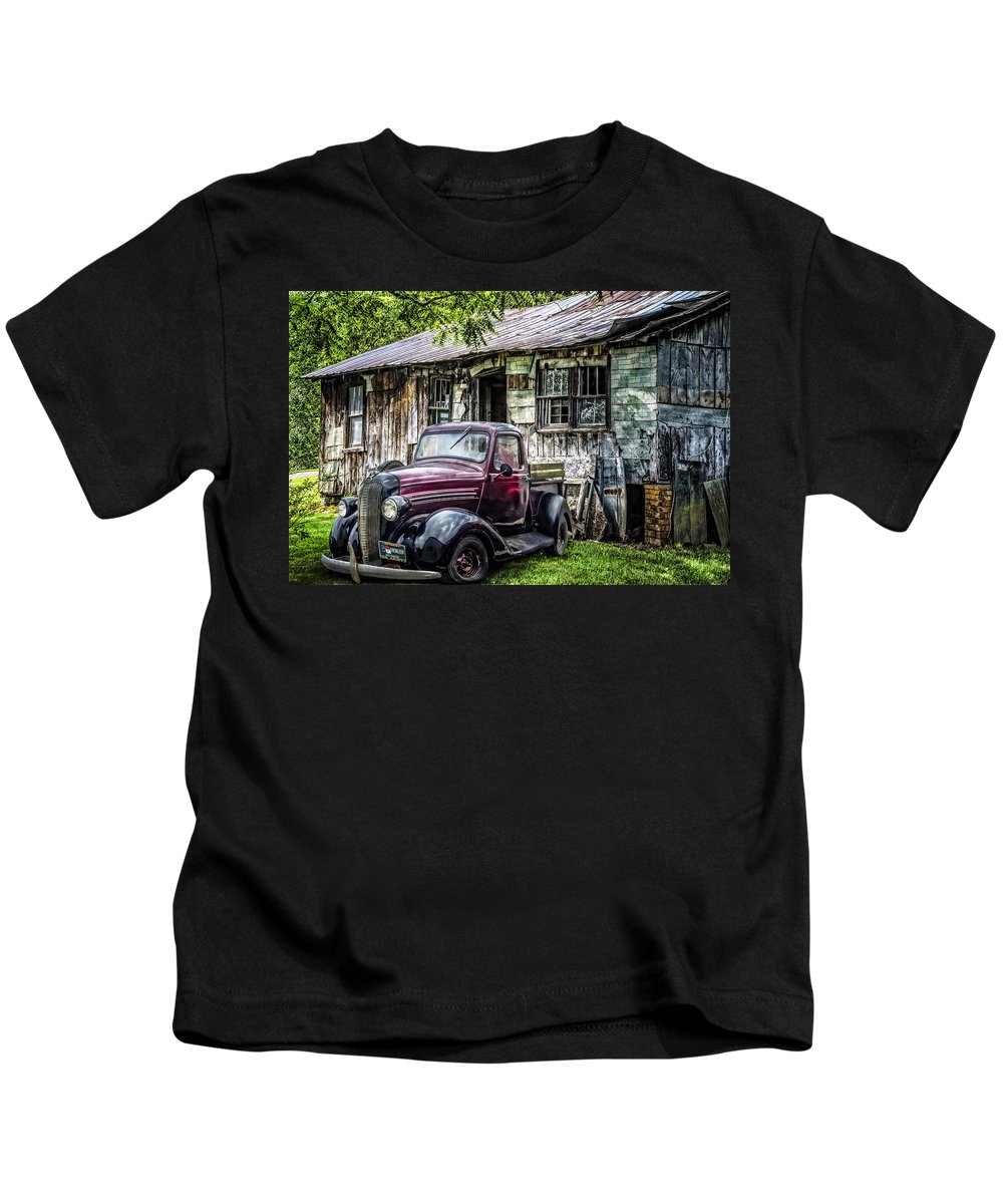 Appalachia Kids T-Shirt featuring the photograph Classically Country by Debra and Dave Vanderlaan