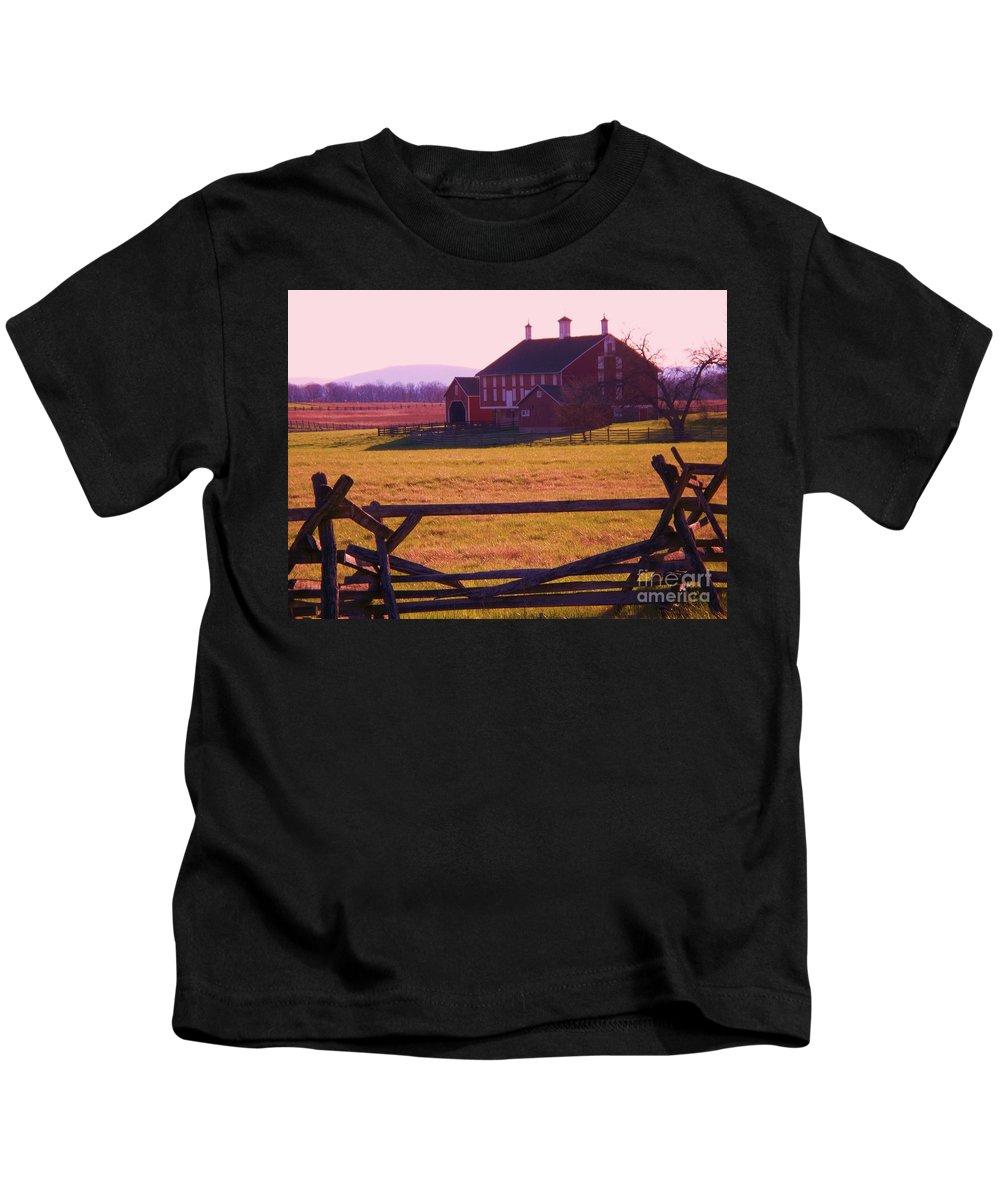 Codori Kids T-Shirt featuring the photograph Codori Barn Gettysburg by Eric Schiabor