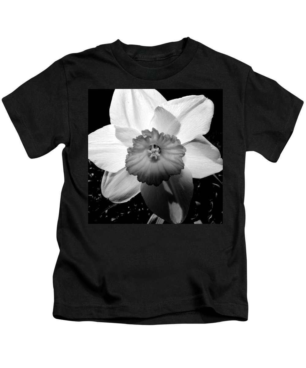 Daffodil Kids T-Shirt featuring the photograph Daffodil In Springtime by Michelle Calkins