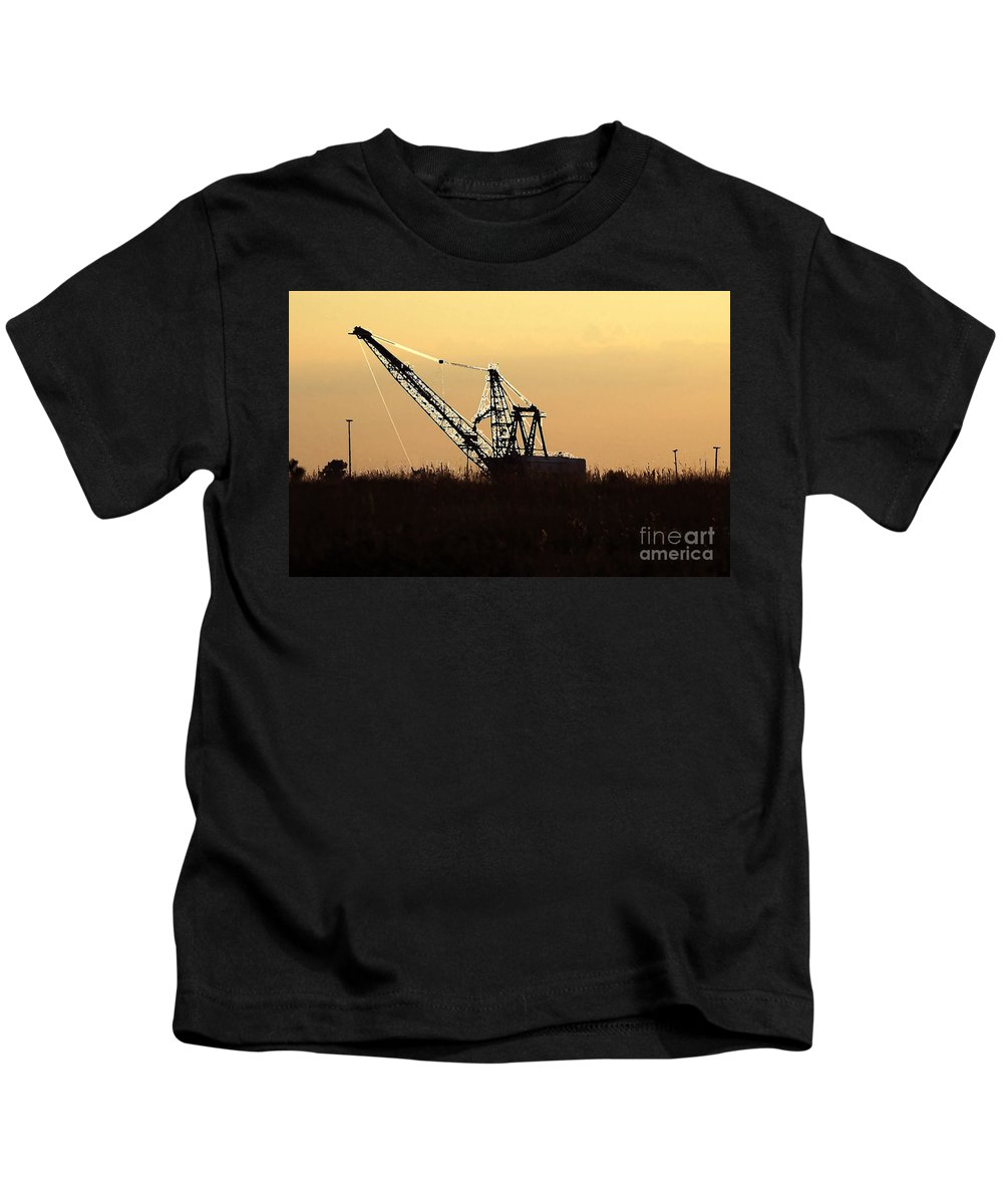 Drag Line Kids T-Shirt featuring the photograph Drag Line by David Lee Thompson
