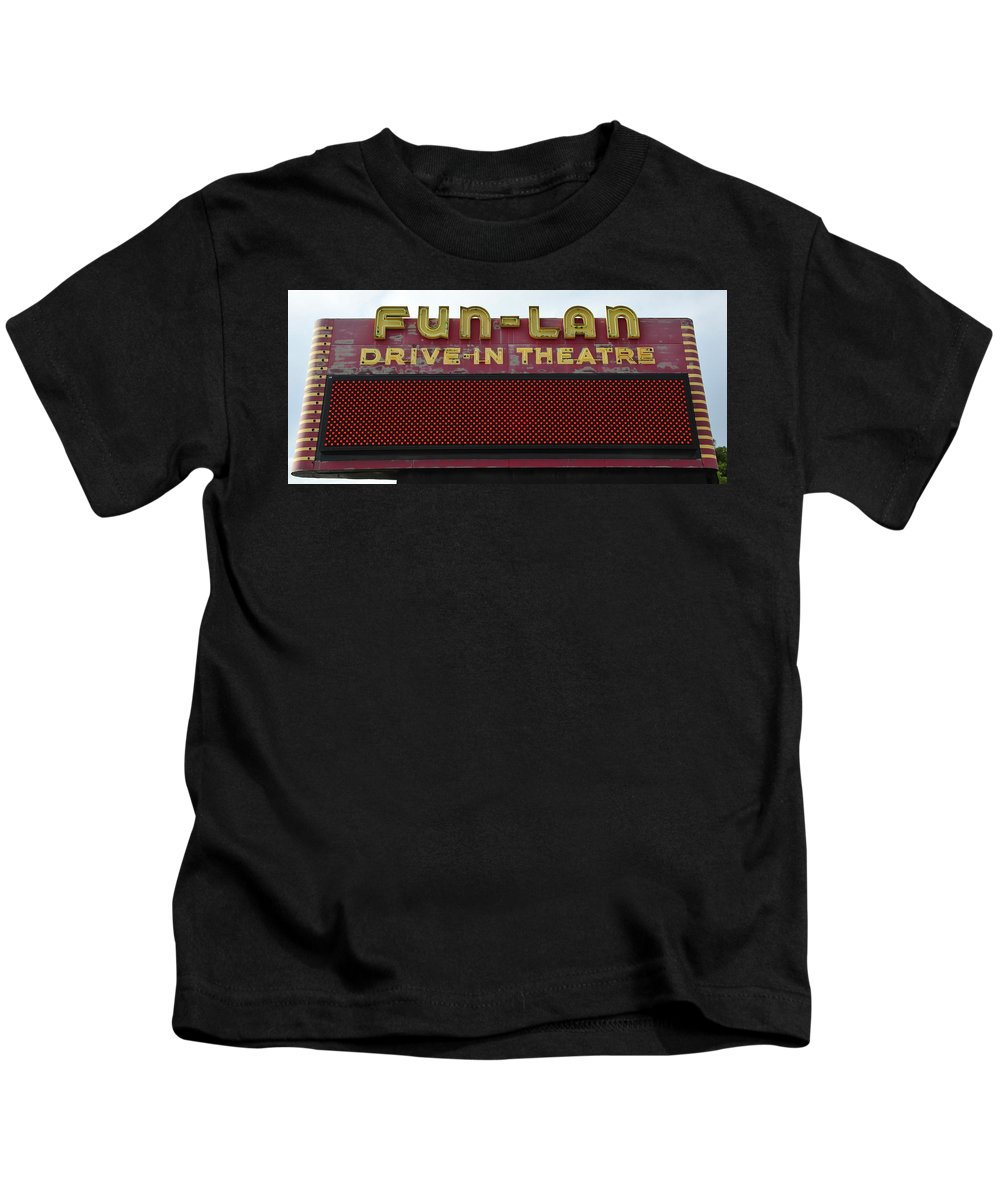 Drive In Theatre Kids T-Shirt featuring the photograph Drive Inn Theatre by David Lee Thompson