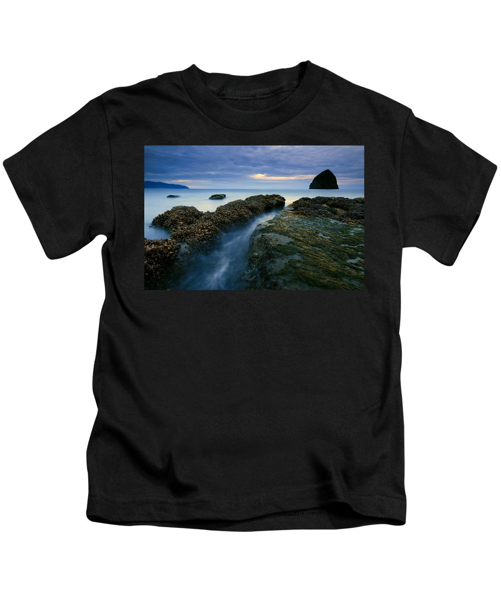 Haystack Rock Kids T-Shirt featuring the photograph Dusk At Kiwanda by Mike Dawson