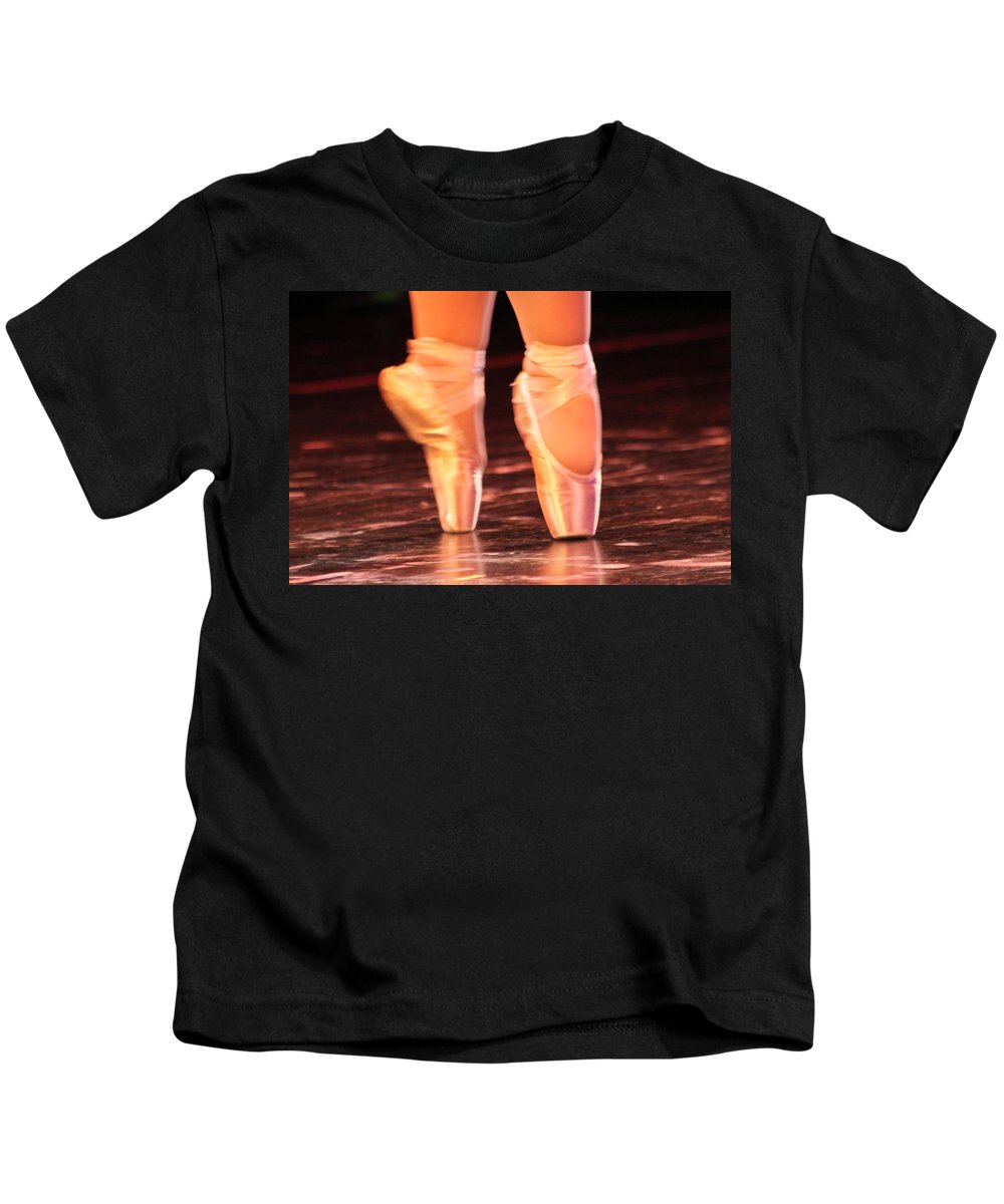 Ballet Kids T-Shirt featuring the photograph En Pointe by Lauri Novak