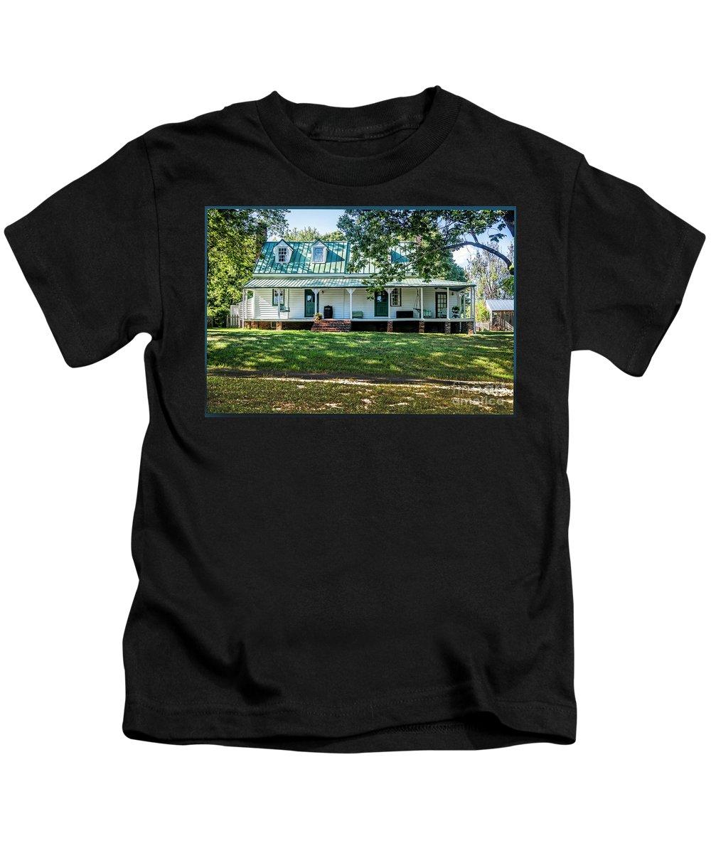 Fuqua Farm House Kids T-Shirt featuring the photograph Fuqua Farm House by Doug Berry