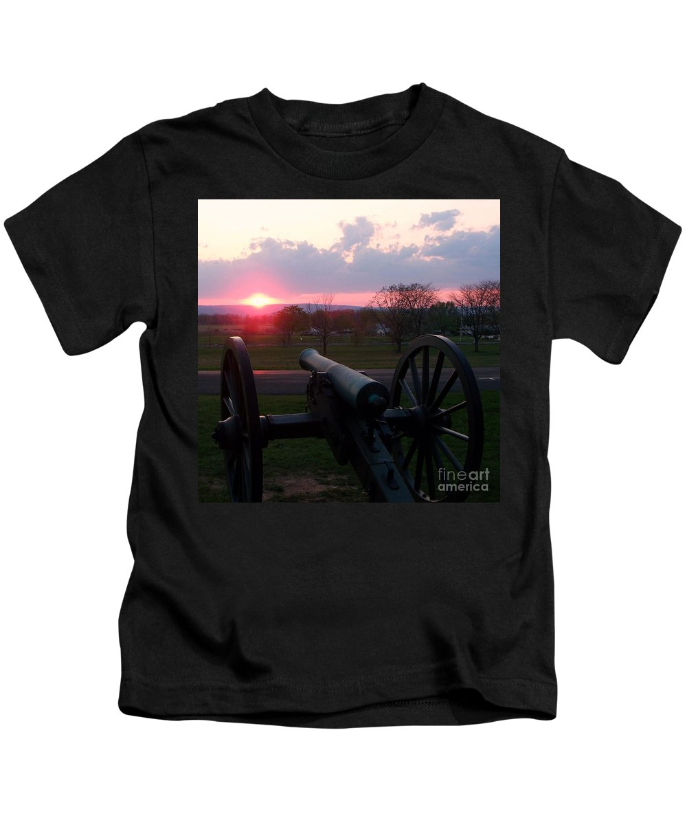 Gettysburg Cannon Kids T-Shirt featuring the painting Gettysburg Cannon by Eric Schiabor