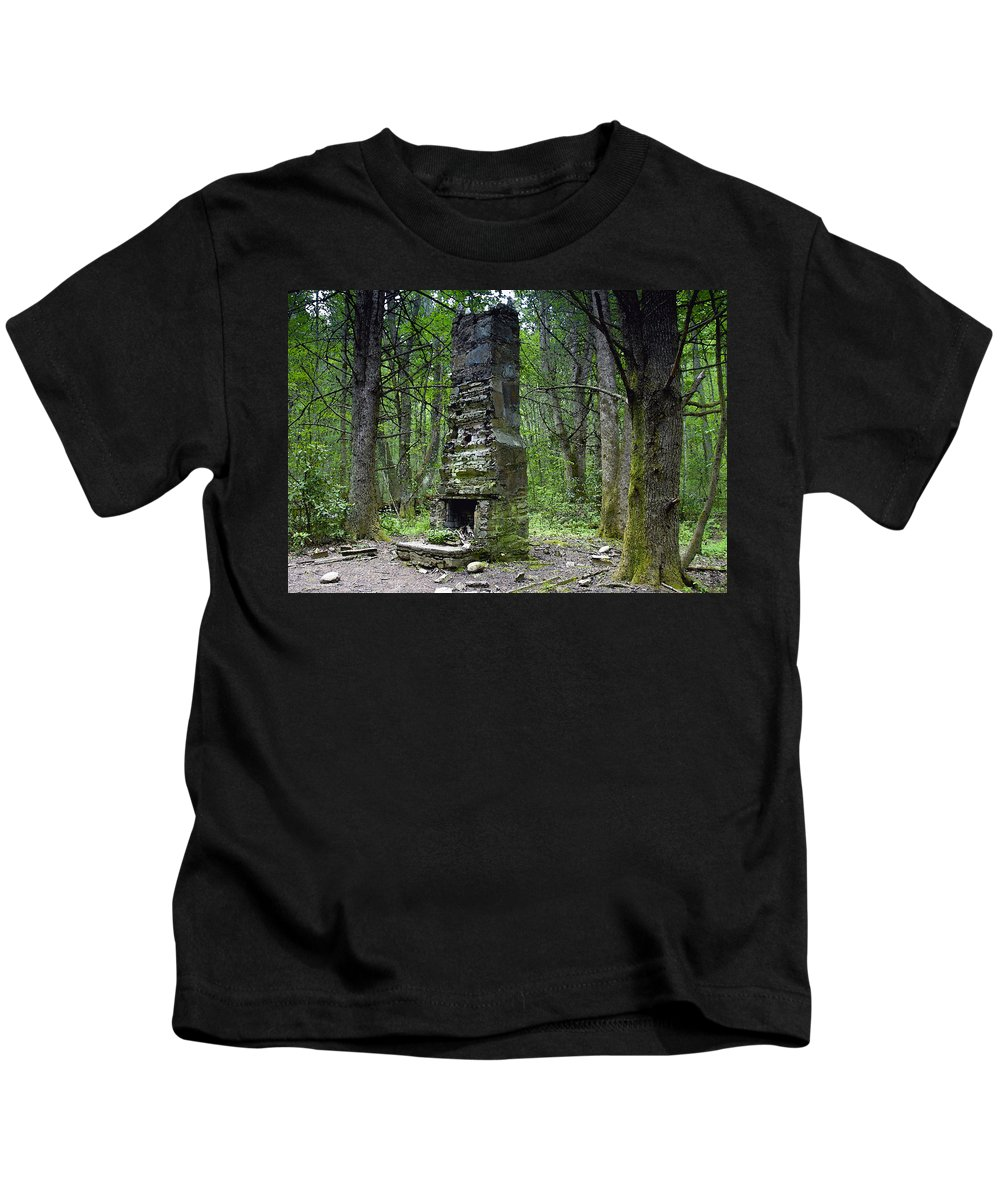 Chimney Kids T-Shirt featuring the painting Ghostly Reminder by David Lee Thompson