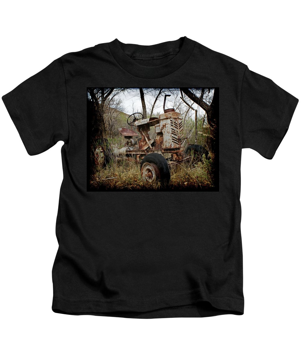 Gibson Tractor Kids T-Shirt featuring the photograph Gibson Tractor by Ernie Echols