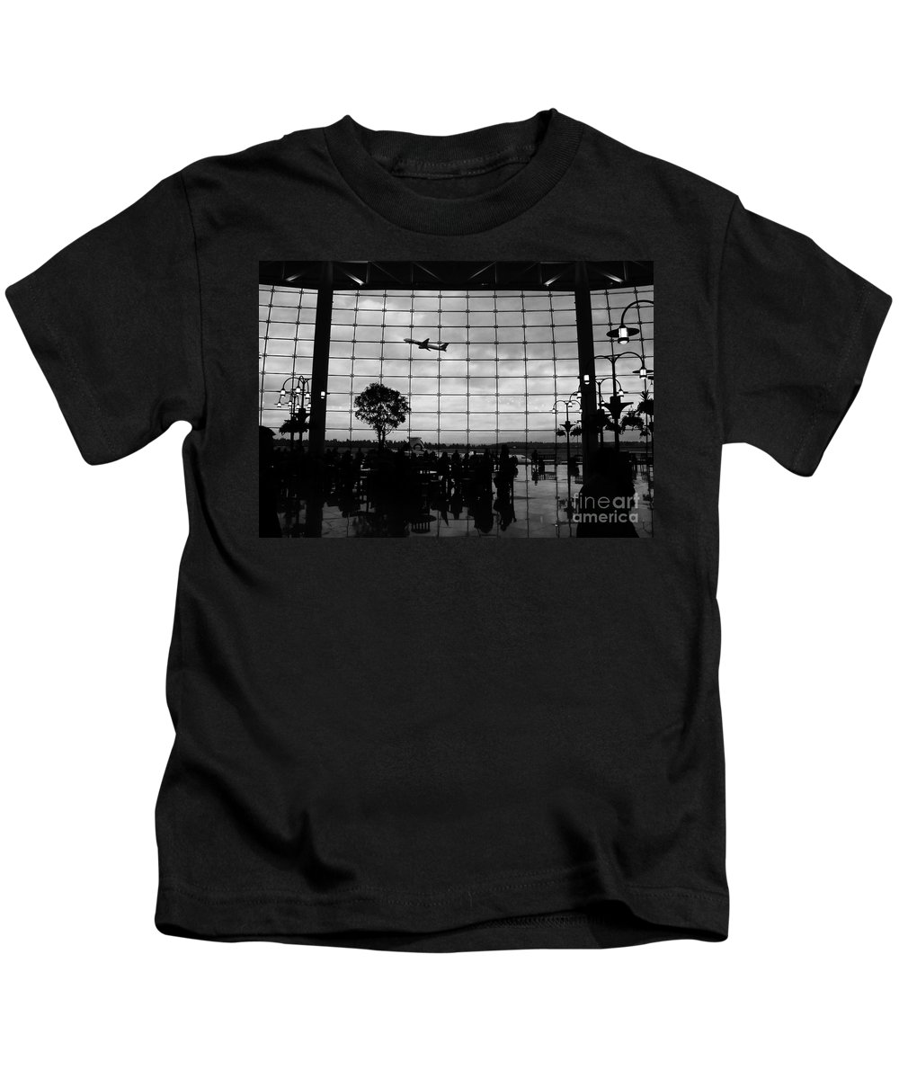 Flying Kids T-Shirt featuring the photograph Going Home by David Lee Thompson