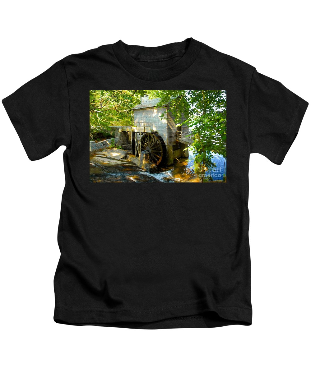 Grist Mill Kids T-Shirt featuring the photograph Grist Mill by David Lee Thompson